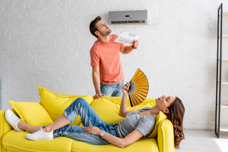 young-couple-in-their-appartment-trying-to-cool-off